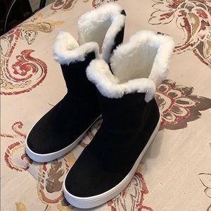 NWOT-Girls fur lined suede boots-Size 5